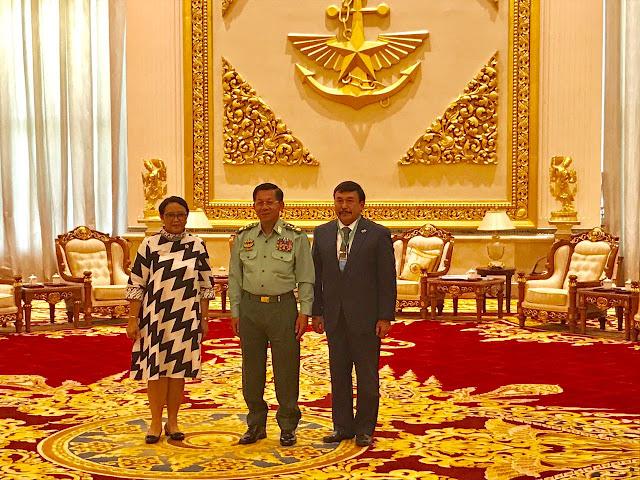 """""""Kunjungi Myanmar, Menlu Kok Masih Senyam-Senyum"""""""