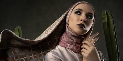 5 Fashion Item Wajib Punya buat Penampilan Bergaya Etnik