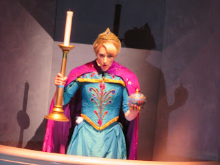 Elsa Conceal Don't Feel Frozen Live at the Hyperion Disney California Adventure