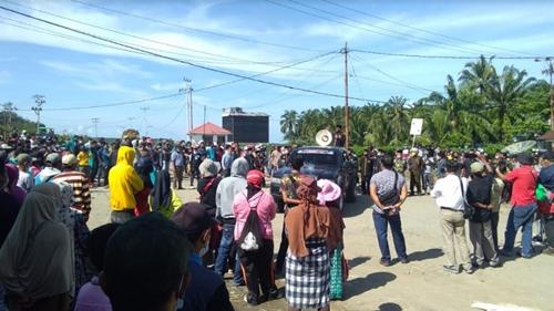 Tuntut Hak, Ribuan Masyarakat dan Ninik Mamak Kinali Unjuk Rasa ke Kantor PT LIN