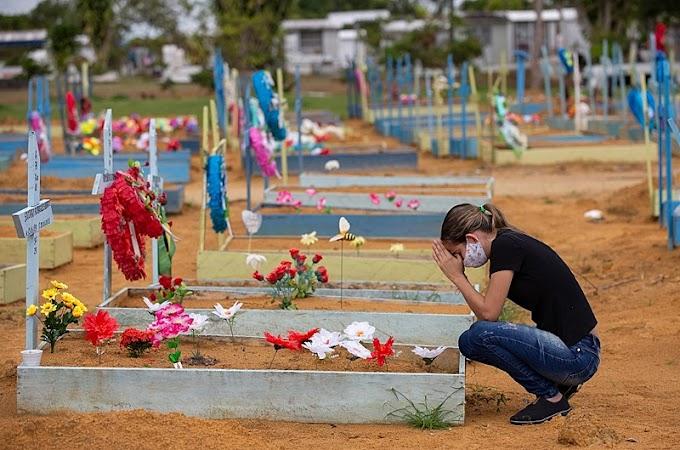 Brasil registra 860 mortes por covid em 24 horas; Bolsonaro desfila sem máscara