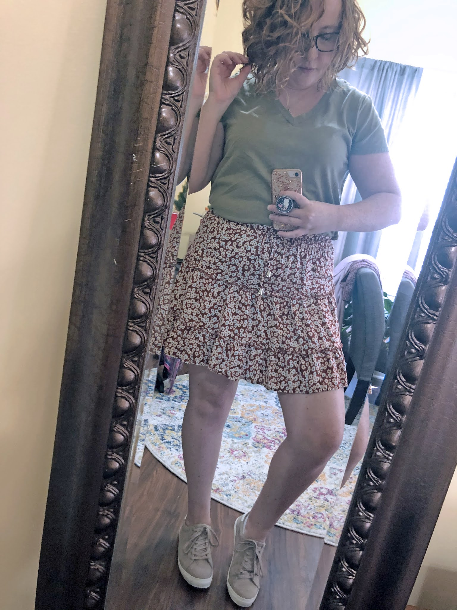 floral-skirt-green-tshirt-taupe-sneakers