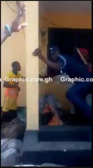 Angry mob attack Police station, manhandle policeman over death of a suspect who died in a police cell