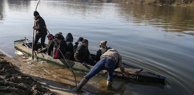 Τουρκικός Τύπος: Πρόσφυγες - μετανάστες στα παράλια για να περάσουν στην Ελλάδα