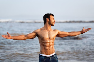 Actor, host, and model Vinayak Sinha is raising the heat on-screen by his acting and body transformation! | #NayaSaberaNetwork