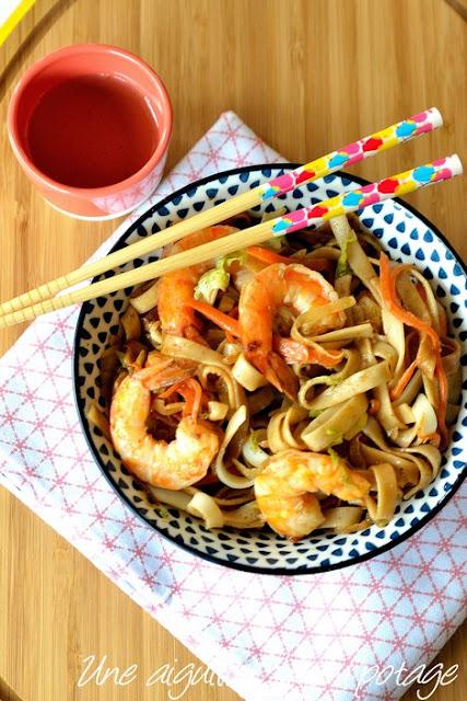 Nouilles-sautées-crevettes-légumes-sauce BBQ-cuisine-asiatique