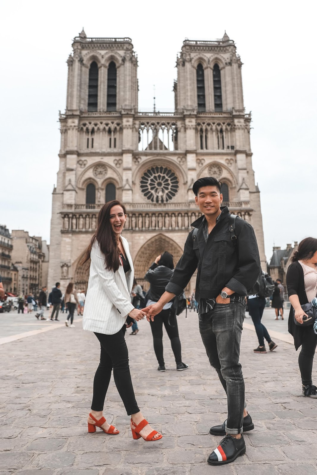 Couple in front of the Notre Dame | Tips and Tricks