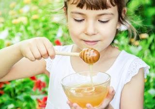 Kenapa Anak Perlu Minum Madu? Inilah 6 Manfaat Madu yang Perlu Anda Ketahui