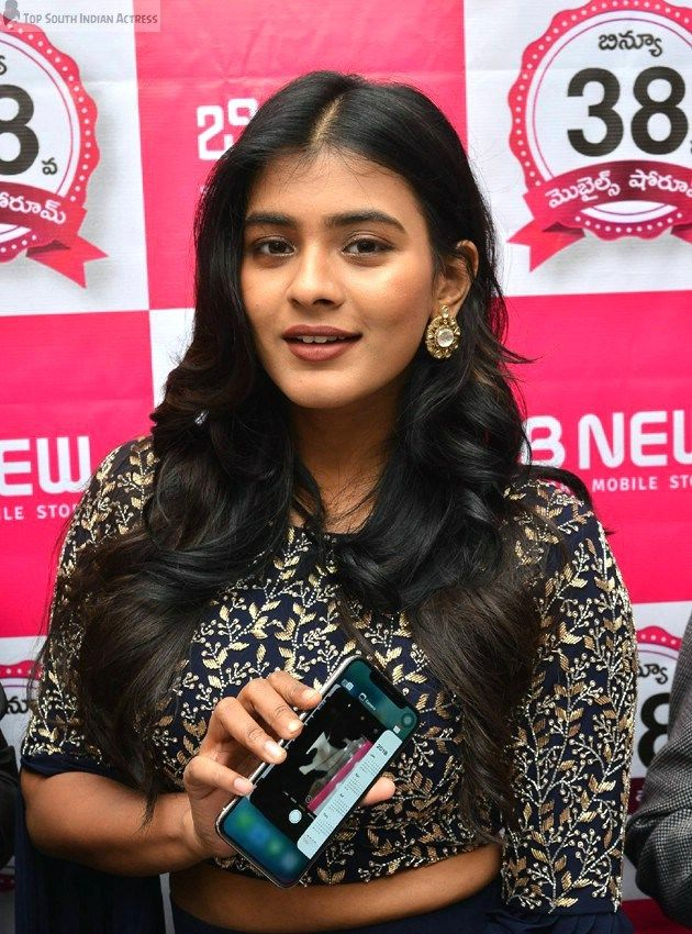 Hebah Patel Age, Height, Birthday, Family, Caste, Biodata, Affairs, Debut Movie