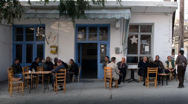 «Γυναίκα… Πάω Μέχρι Το Καφενείο» – 12 Πανέμορφα Παραδοσιακά Καφενεία Στην Ελλάδα!
