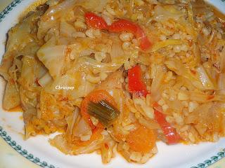 πιάτο με πληγούρι και διάφορα λαχανικα,υπερτερεί το λάχανο