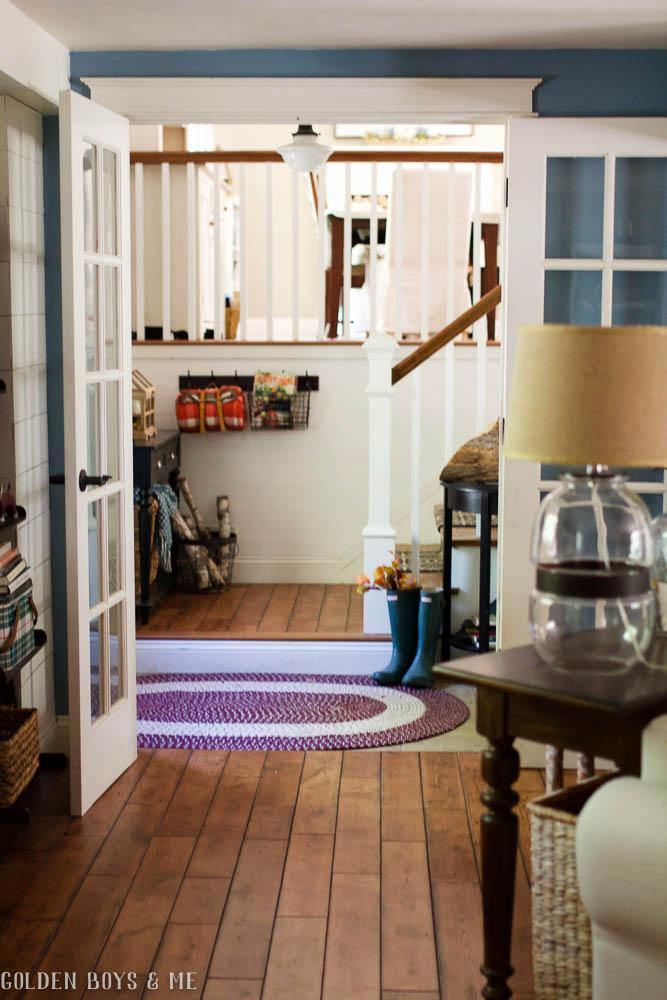 Split level entryway with fall decor including a braided rug to warm up a tile floor - www.goldenboysandme.com