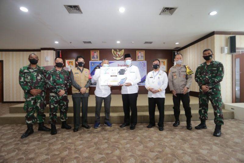 Terima Sejuta Masker dari Temasek Foundation, Isdianto: Segera Distribusikan ke Masyarakat