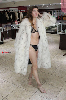 Blanca-Blanco-at-a-local-pawn-shop--11+%7E+SexyCelebs.in+Exclusive.jpg
