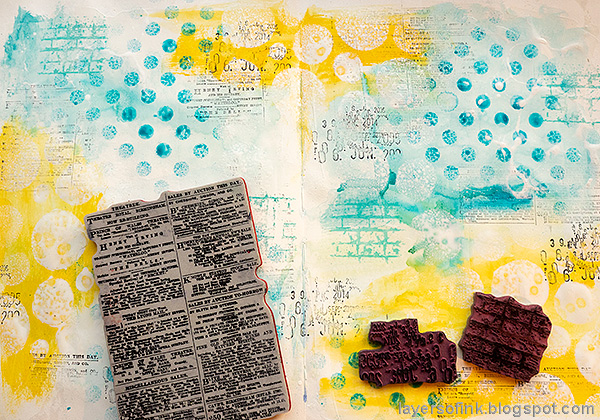 Layers of ink - Mixed Media Art Journaling Tutorial by Anna-Karin Evaldsson. Stamp the background.