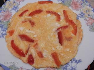 Omleta cu branza si gogosari reteta de casa rapida pentru mic dejun retete culinare mancare gustare sandwich oua legume ardei prajita pufoasa omelette scrob omlete,