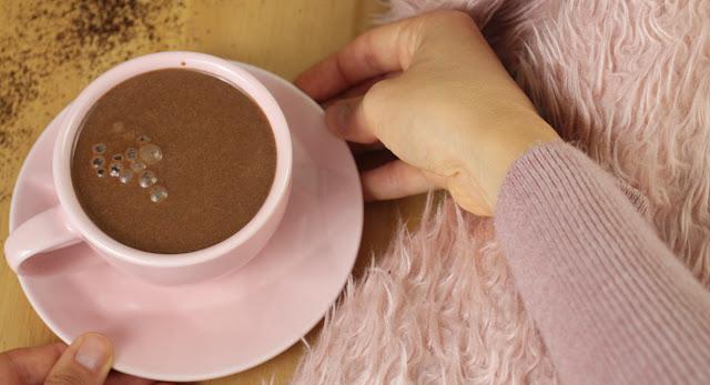 Café mocha cremoso fácil mais saudável da sua vida (sem açúcar e vegano)