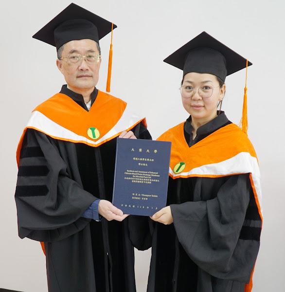 大葉蒙古學生研究汙水處理兼發電 第一位完成博士學位