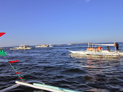 Dolphin-watching-boats-in-Panglao