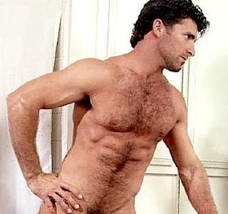 Maduro delicioso tomando banho no chuveiro - Videos Gay