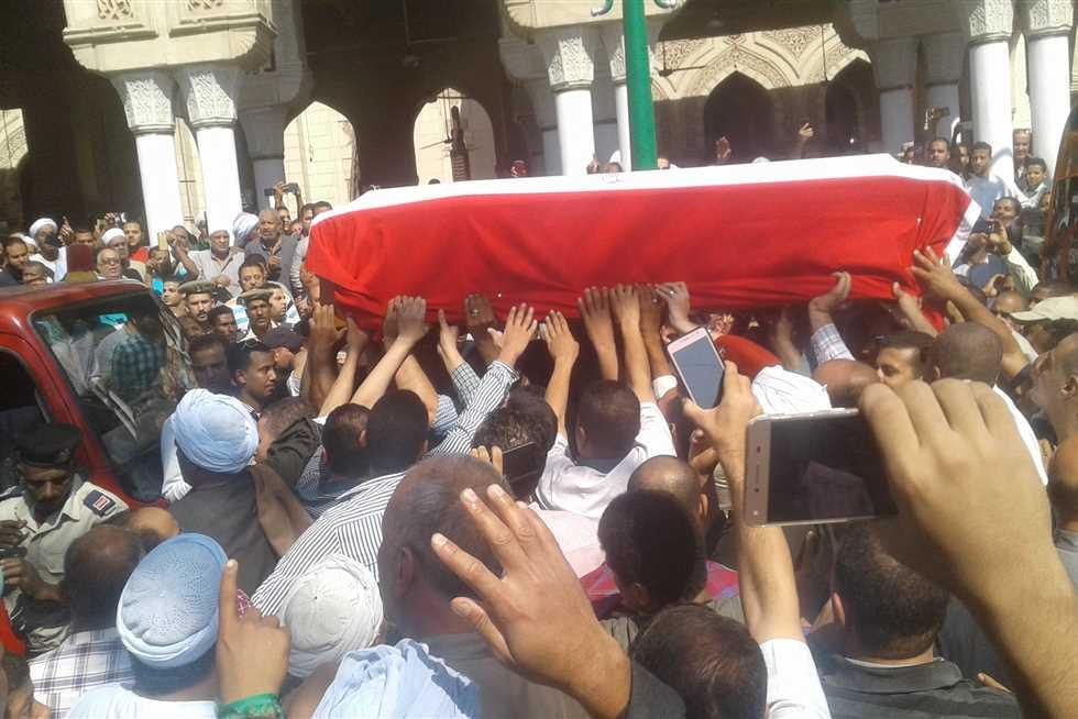 """الآلاف يشيعون جثمان الشهيد باسم فكري في جنازة عسكرية """"  صور """""""