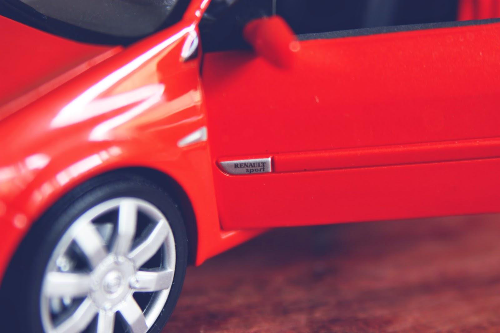 1/18 Bburago Renault Megane RS