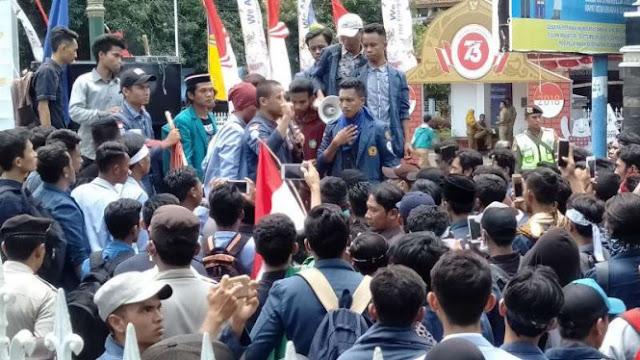 Demo Hari Tani di NTB Ricuh, Mahasiswa Pingsan