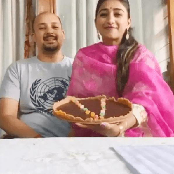भाभी के लिए Mohena Kumari Singh ने बनाया केक