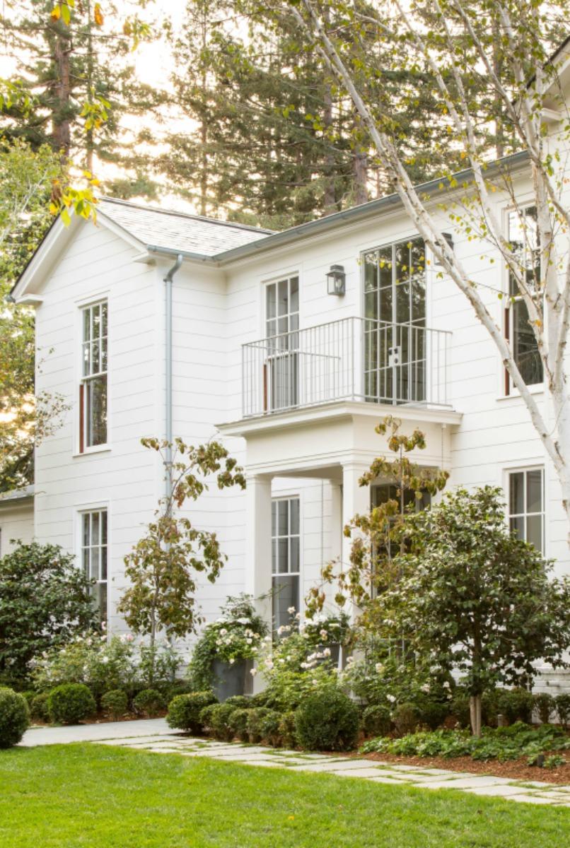 The Modern Farmhouse: Get The Look! Modern Farmhouse Exterior {6 Design Lessons