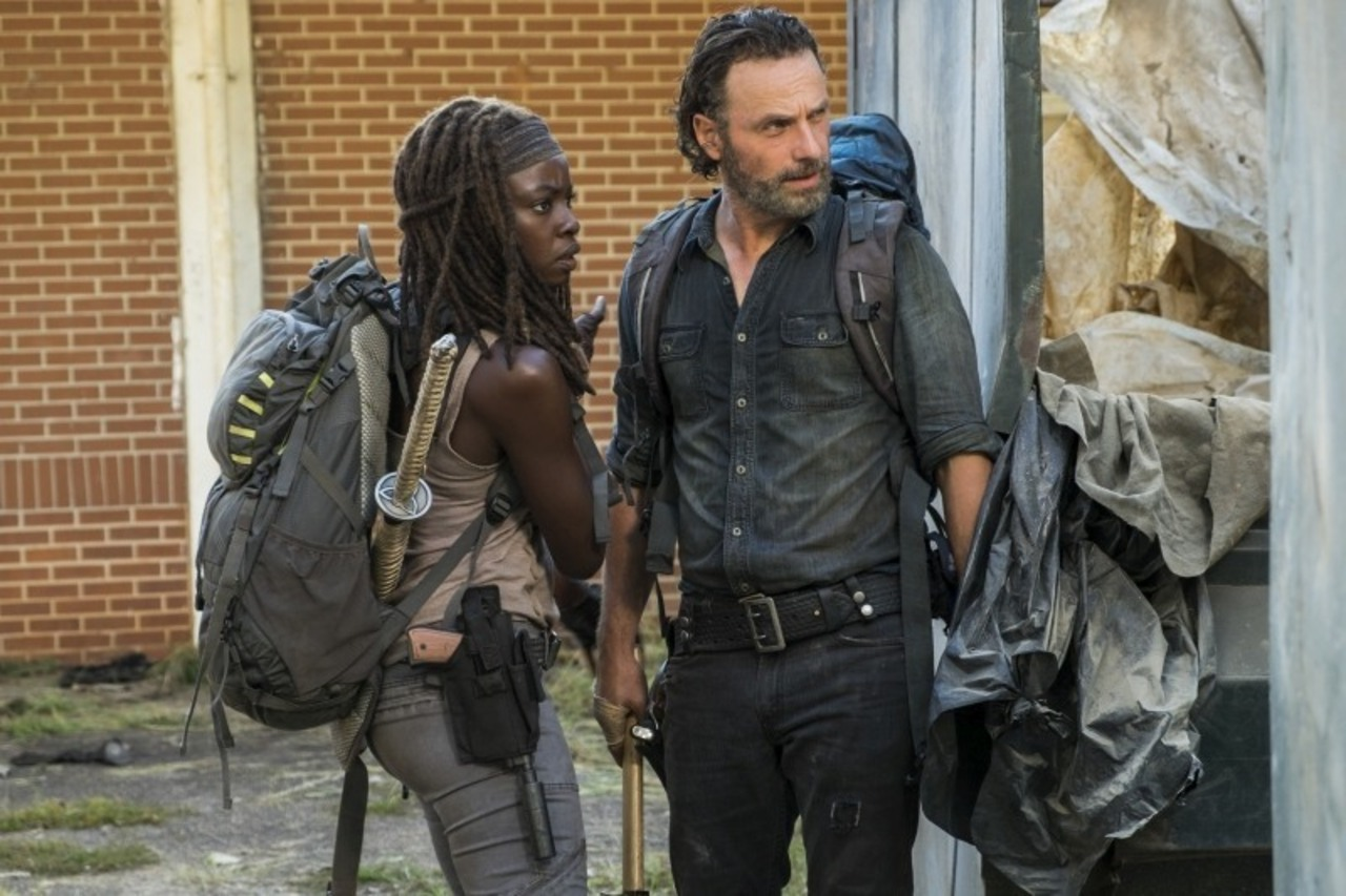 Rick y Michonne en el episodio 7x12 de The Walking Dead Say Yes