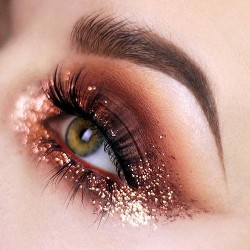 Maquillaje de ojos con purpurina para Nochebuena