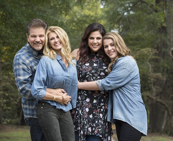 Country Routes News Hillary Scott The Scott Family Pave