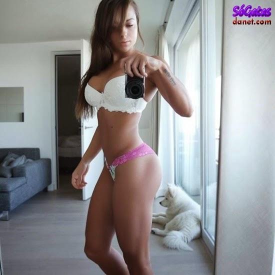 Sandrinha Prikker foto no espelho de calcinha