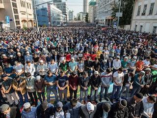 Beda dengan Prancis, Rusia Malah Nyatakan Diri Negara Muslim