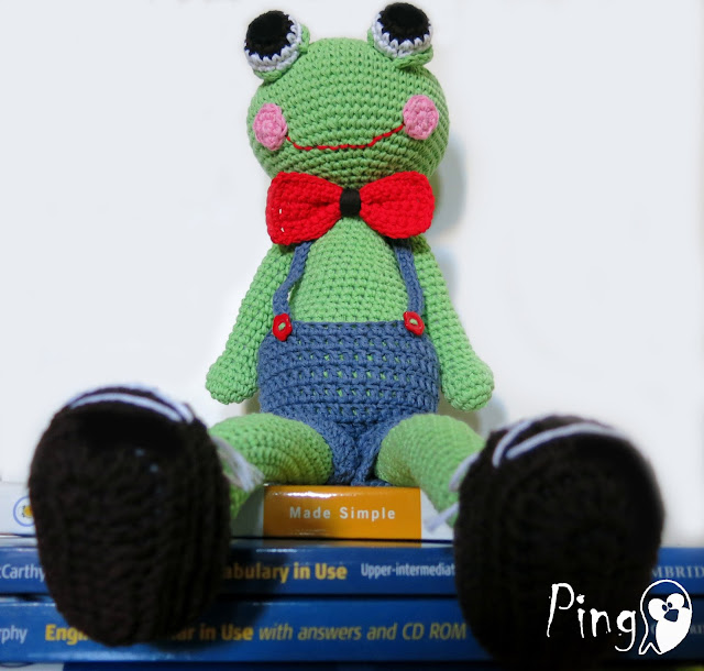Robin - The Frog, crochet pattern by Pingo - The Pink Penguin