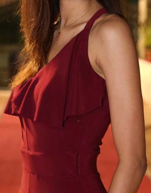Devika Dhanyuni sexy slim body sleeveless dress naked shoulder photoshoot