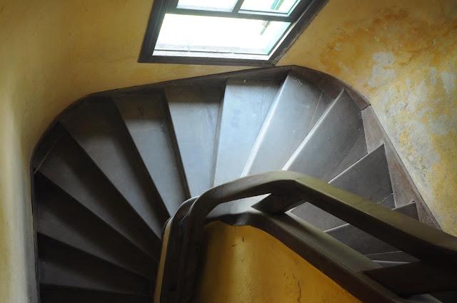 Chi tiết cầu thang của biệt thự cổ bỏ hoang ở Đà Lạt- ảnh 5