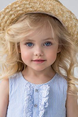 الطفلة الجميلة