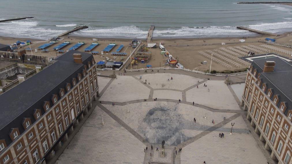 El municipio marplatense decidió eliminar el mural de Kirchner de la rambla