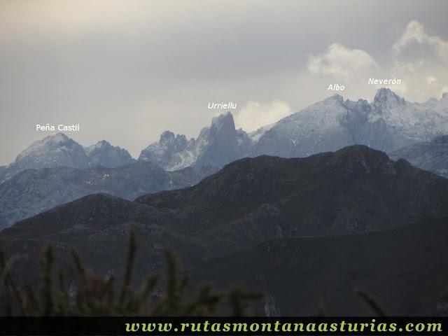 Vista del Macizo Central de Picos de Europa desde Alto del Torno