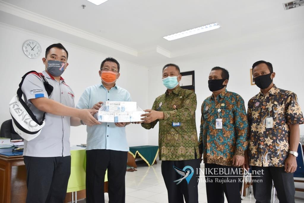 Muncul Group dan Toko Singa Mas Serahkan Bantuan  Lianhua ke RSDS Kebumen