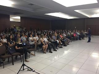 """Auditório lotado, público do """"I Congresso Mato-grossense de Ufologia e Parapsicologia"""""""