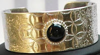 Seni kerajinan logam sebagai keterangan dari pengertian seni kriya