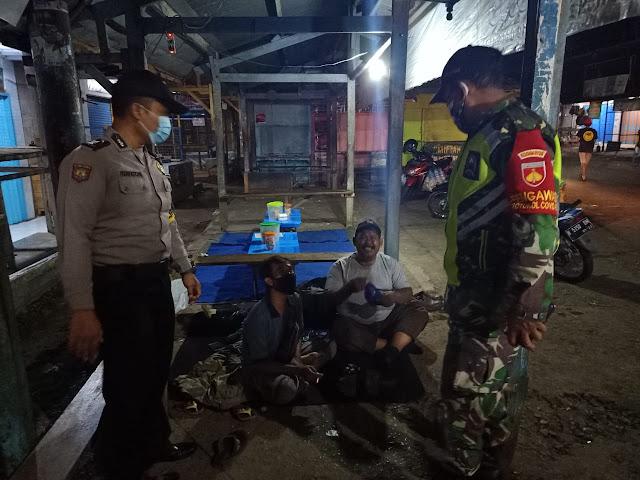 Ini Yang Disampaikan Personel Polsek dan Koramil Limpung Pada Penjaga Pasar Saat Patroli Bersama