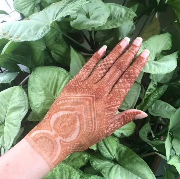 Small_pan_leave_henna_design