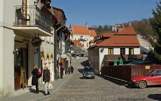 http://fotobabij.blogspot.com/2016/04/kazimierz-dolny-ul-klasztorna-w-tle.html