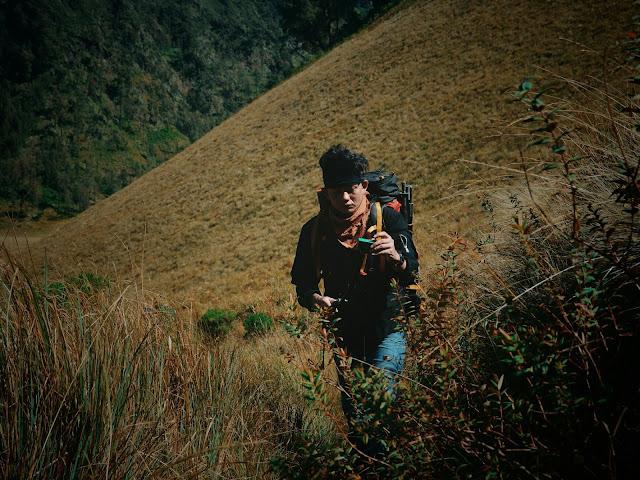 Mendaki Gunung Gunung sendirian