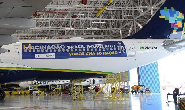 Avião que iria buscar vacinas contra Covid-19 na Índia vai levar oxigênio para pacientes em Manaus, diz Azul