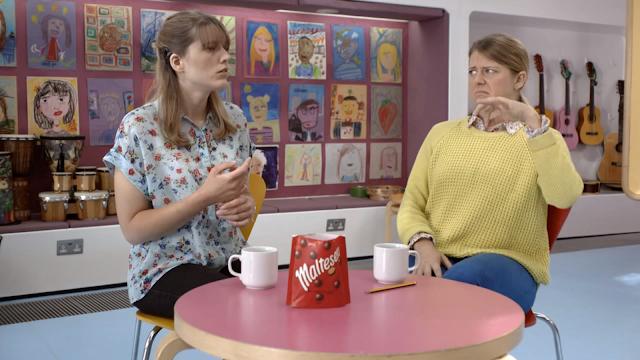 Imagen del spot Maltesers protagonizado por dos personas sordas