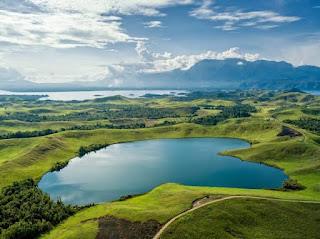 Menikmati Danau Sentani, Salah Satu Rahasia Keindahan Pulau Papua